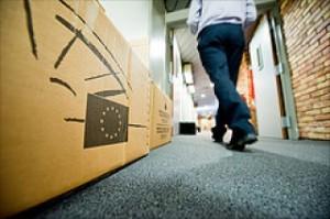 Кашони с личните вещи на депутатите, подредени по коридорите. Депутатите освободиха офисите си за новите членове на Европарламента, които ще бъдат избрани през май. Снимка: Европейски парламент