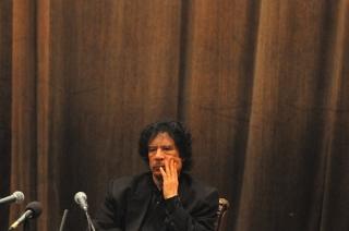 Парите на Кадафи блокирани, вземат му визата