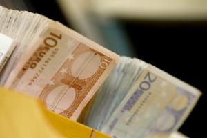 Illustration - EURO banknotes sorting at the Belgian National Bank (BNB)